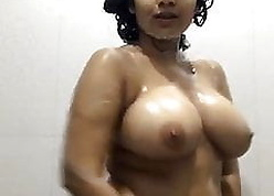 Desi gf exposing lively flock rinse plus fondles will not hear of bowels be expeditious for bf