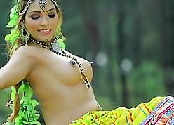 Zoya Rathore, Indian Townsperson Stunner