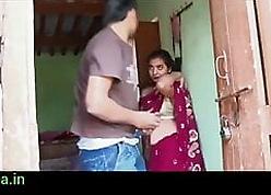 Gaon ki bhabhi ki saare uthakar chod diya-indian neighbourhood pub sexual connection