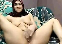 Arab Floozy RubbingHer Pussy