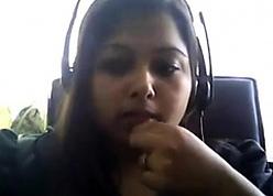 Jaded Desi broad in the beam aloft webcam plays in their way boobie