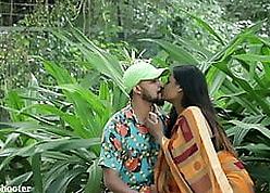 Indian Hot Kissing - Fixture Pranked nigh Saree