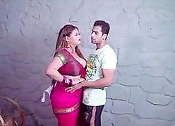 crestfallen sobha bhabhi ko bosom uthakar jabardast choda